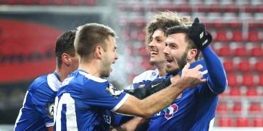 """RWE gewinnt """"Wahnsinnsspiel"""" beim Jahn mit 1-0"""
