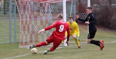 U19 verliert knapp, U17 holt Unentschieden